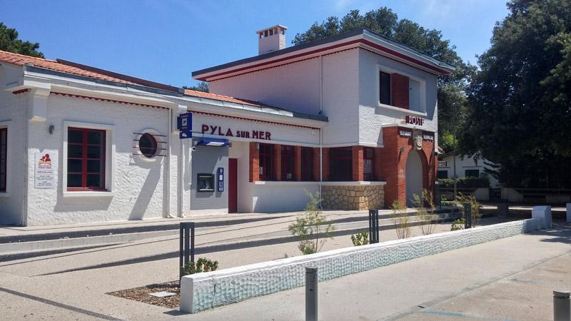 Poste du Pyla, distributeur, expo, bibliothèque et police municipale